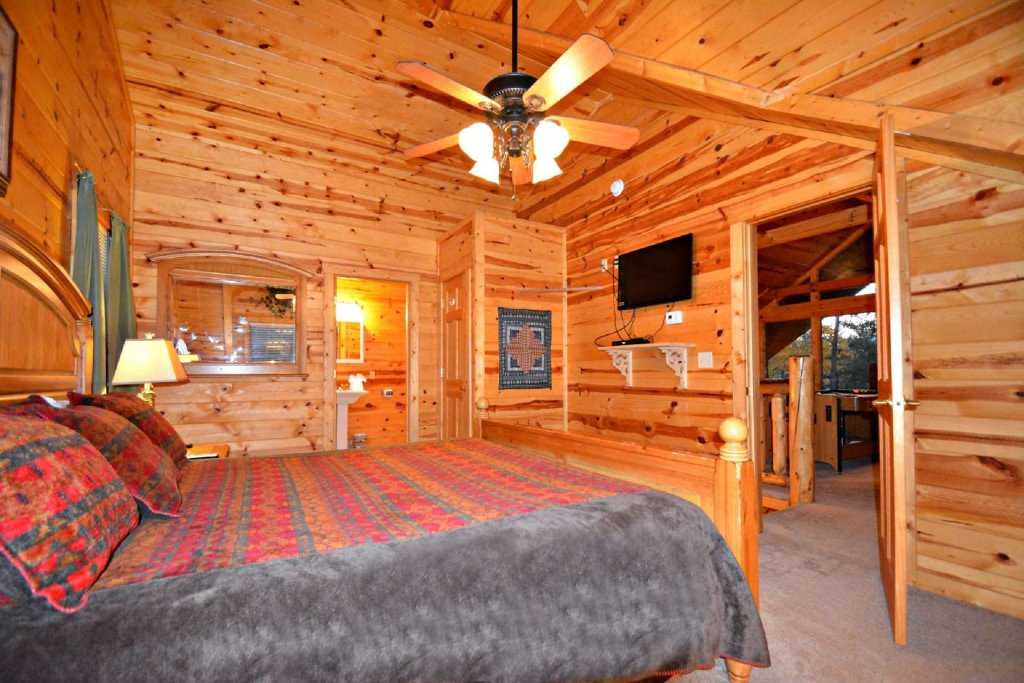 Photo of a Gatlinburg Cabin named Paws And Unwind - This is the fifteenth photo in the set.