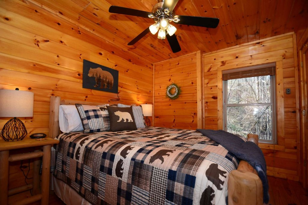Photo of a Sevierville Cabin named Hidden Haven - This is the sixth photo in the set.