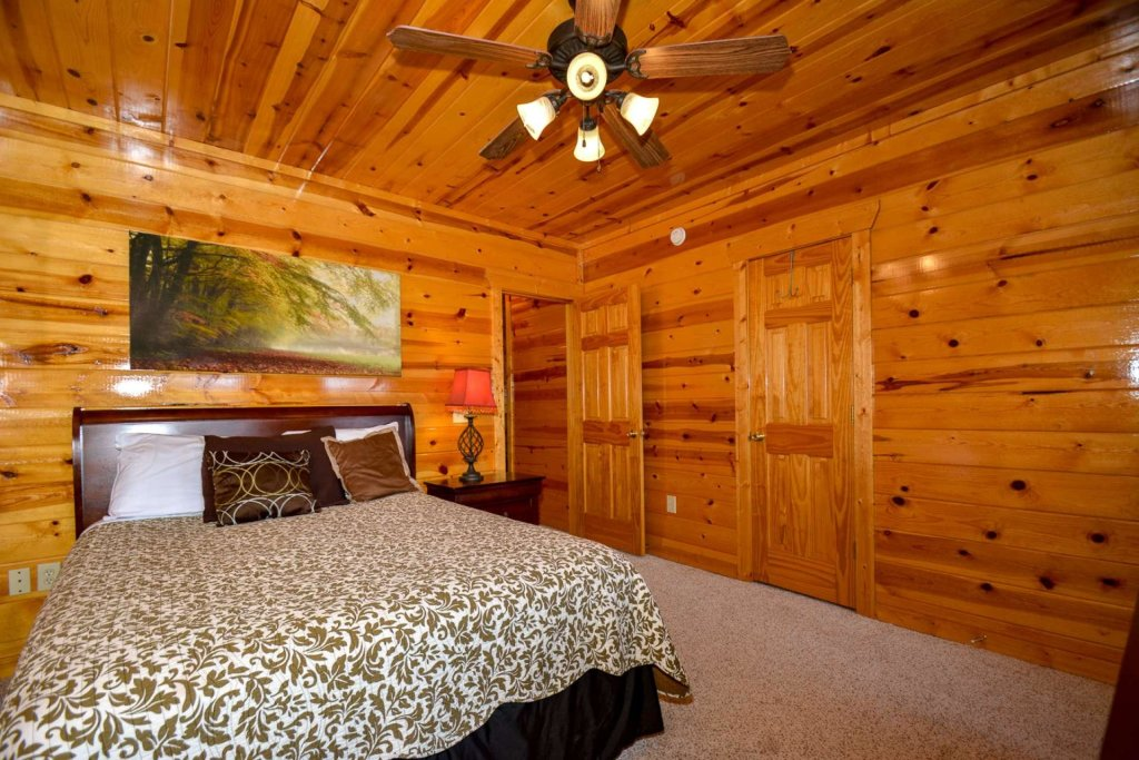 Photo of a Pigeon Forge Cabin named Bearadise - This is the thirty-third photo in the set.