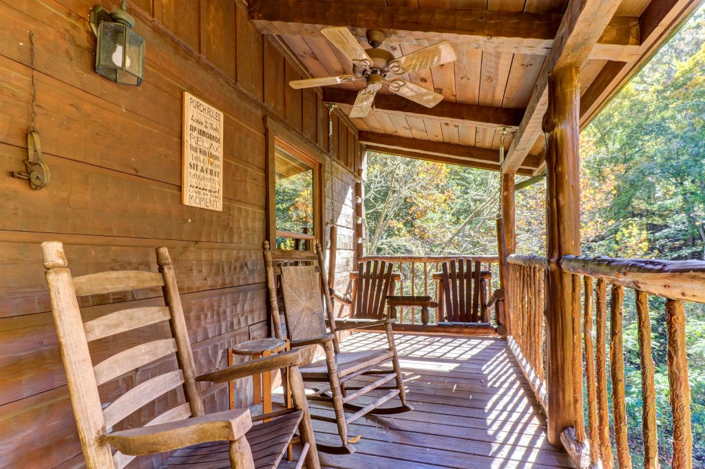 Photo of a Sevierville Cabin named Beartracks Bungalow - This is the twenty-second photo in the set.