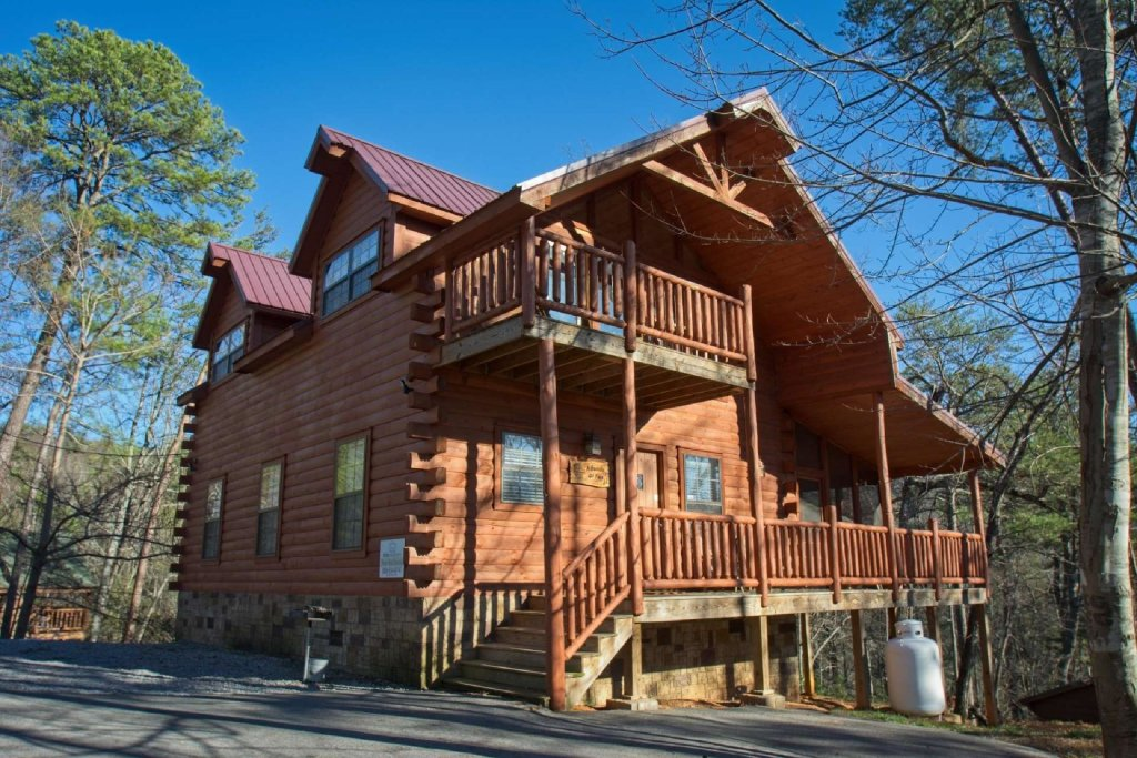 Photo of a Gatlinburg Cabin named Paws And Unwind - This is the first photo in the set.