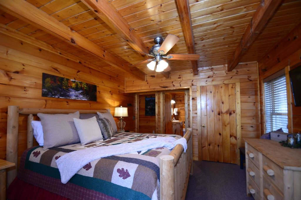 Photo of a Sevierville Cabin named Hidden Haven - This is the seventeenth photo in the set.