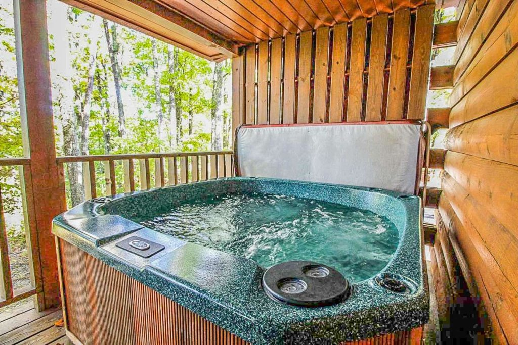 Photo of a Pigeon Forge Cabin named Mountain Splendor - This is the forty-second photo in the set.
