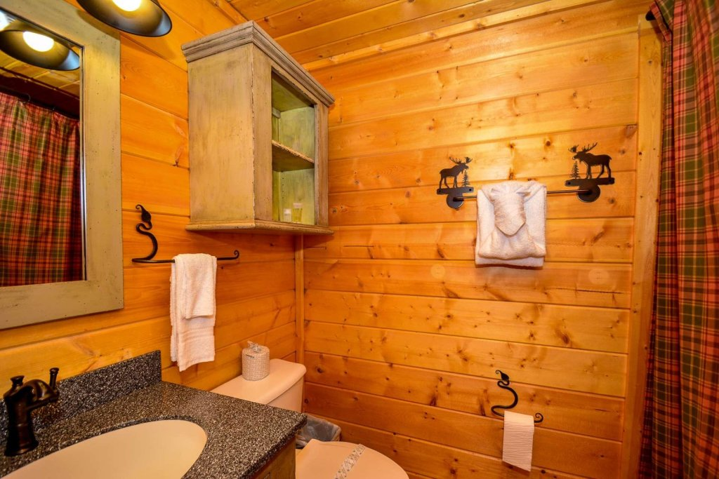 Photo of a Pigeon Forge Cabin named Mountain Splendor - This is the twenty-sixth photo in the set.