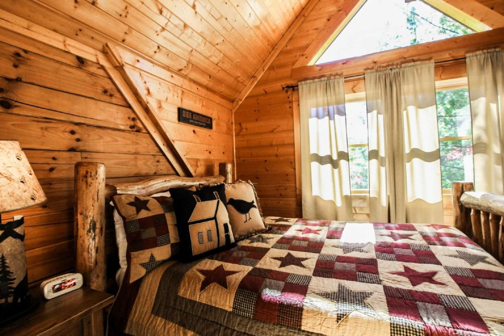 Photo of a Pigeon Forge Cabin named Mountain Splendor - This is the fifteenth photo in the set.