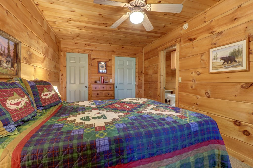 Photo of a Sevierville Cabin named Southern Comfort - This is the twenty-fourth photo in the set.