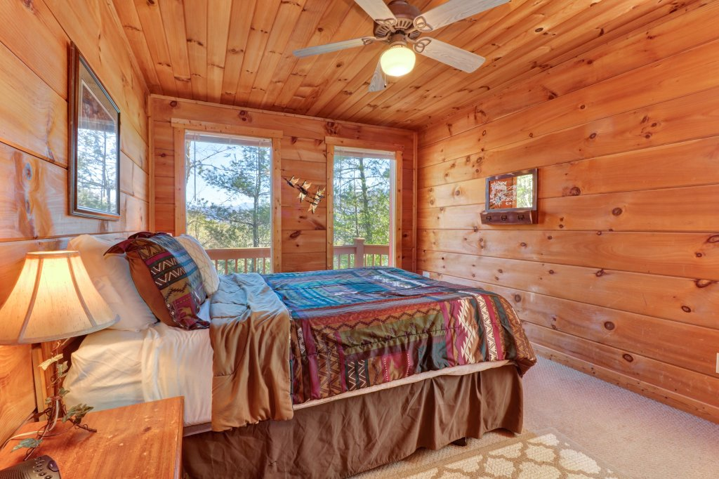 Photo of a Sevierville Cabin named Southern Comfort - This is the thirty-third photo in the set.