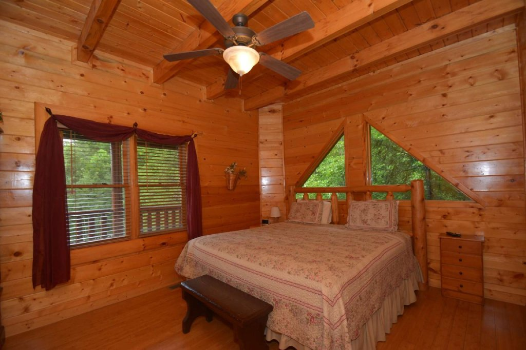Photo of a Pigeon Forge Cabin named Kozy Lodge - This is the seventeenth photo in the set.