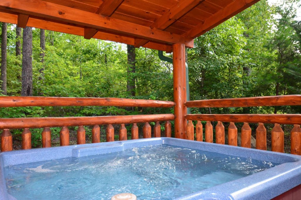 Photo of a Pigeon Forge Cabin named Kozy Lodge - This is the first photo in the set.