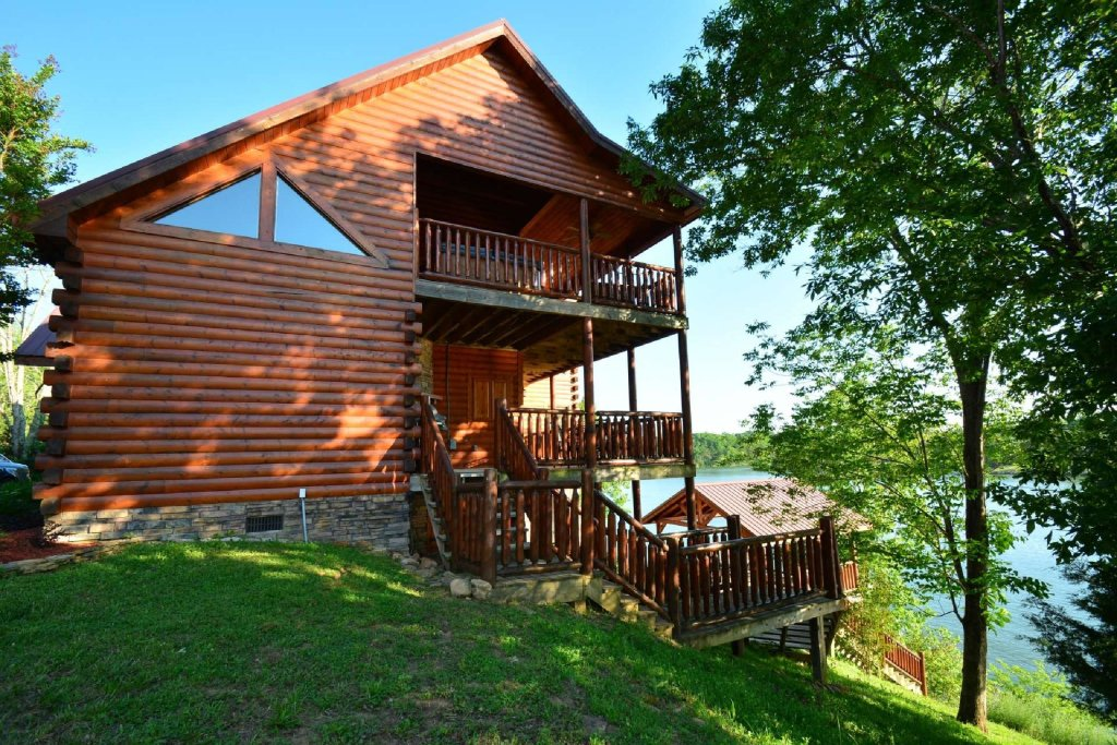 Photo of a Gatlinburg Cabin named Lakeside And Lovin It - This is the ninth photo in the set.