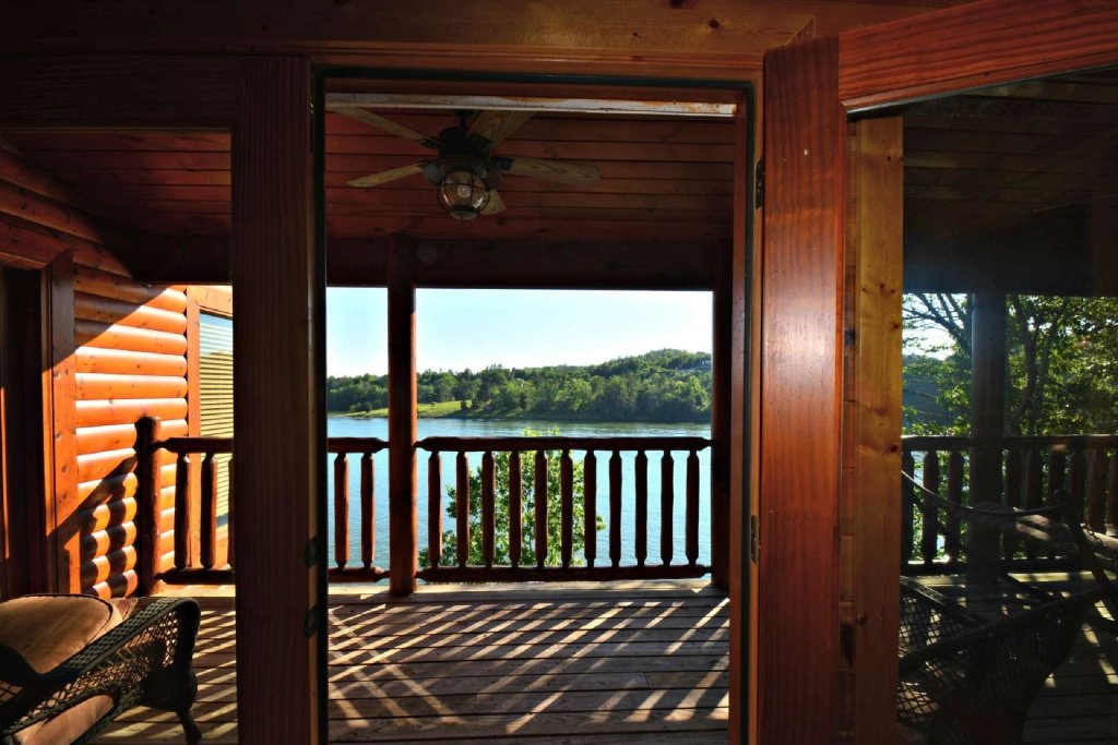Photo of a Gatlinburg Cabin named Lakeside And Lovin It - This is the nineteenth photo in the set.