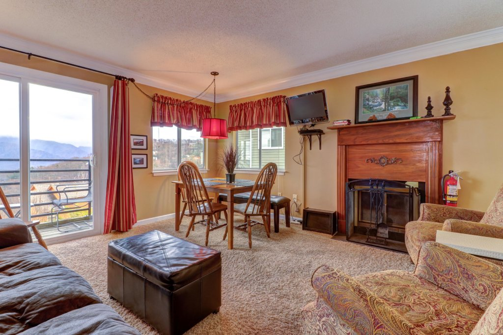 Photo of a Gatlinburg Cabin named Summit View Condo - This is the fifth photo in the set.