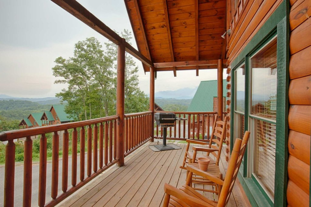 Photo of a Pigeon Forge Cabin named Victoria's Other Secret - This is the third photo in the set.