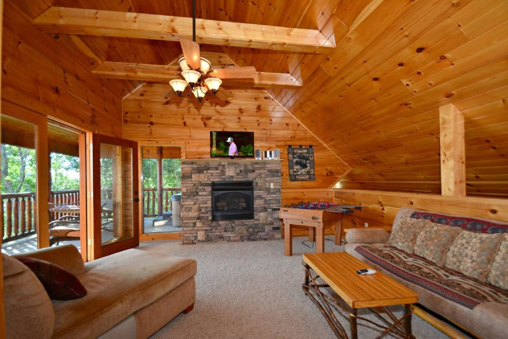 Photo of a Gatlinburg Cabin named Lakeside And Lovin It - This is the fifth photo in the set.
