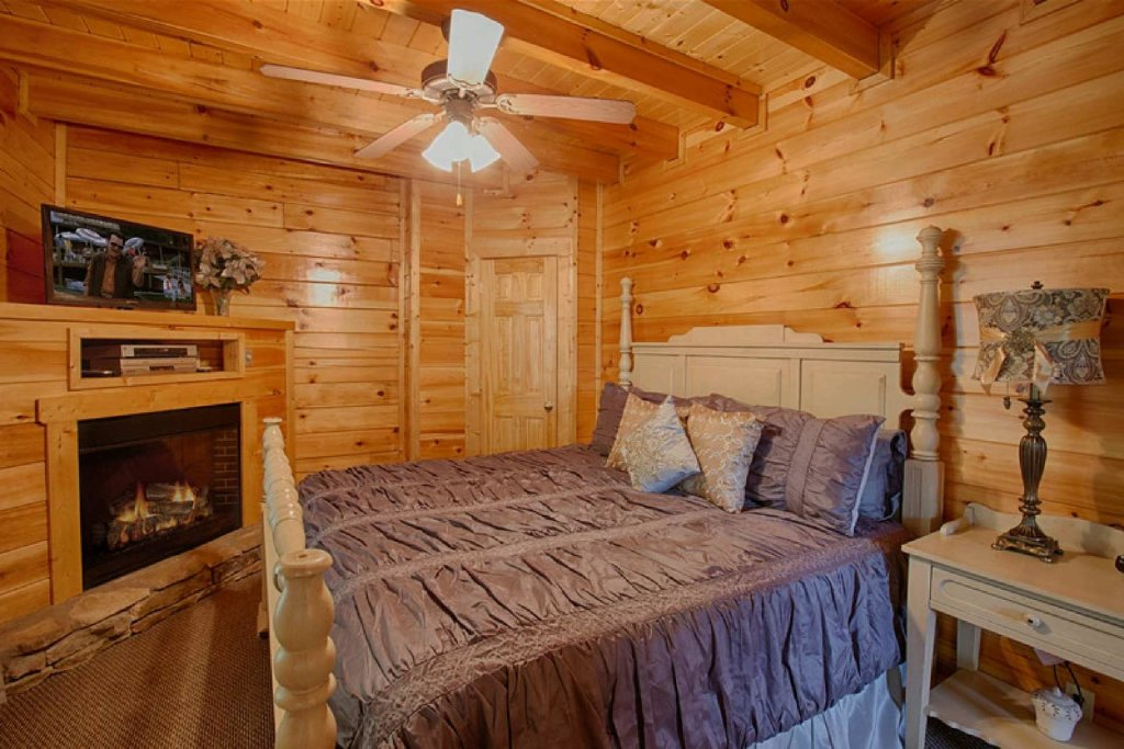 Photo of a Pigeon Forge Cabin named Victoria's Other Secret - This is the fifteenth photo in the set.