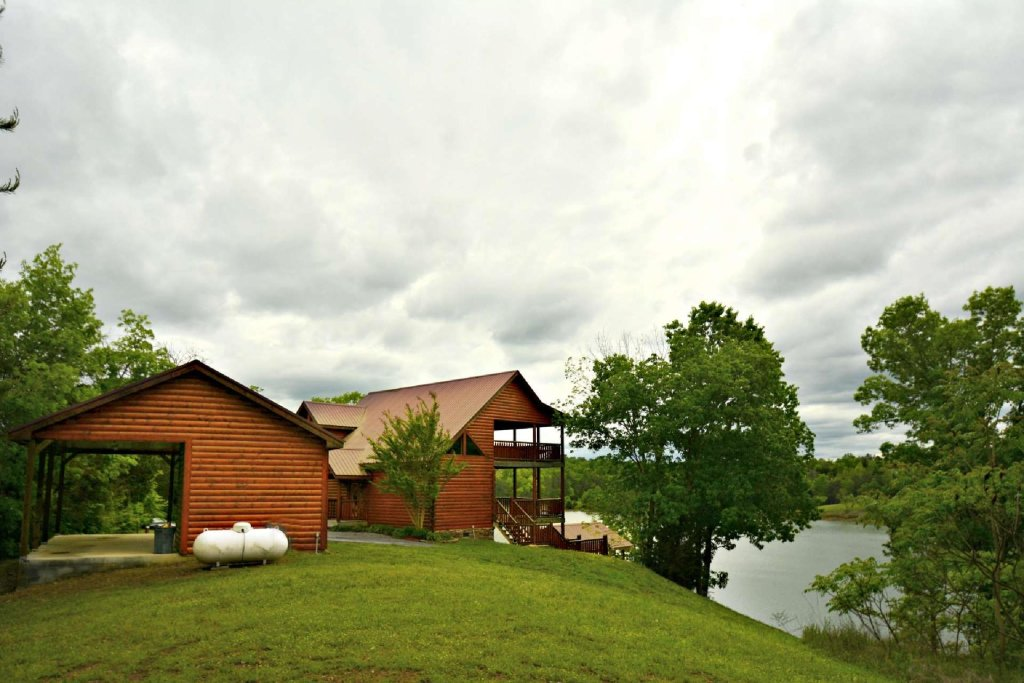 Photo of a Gatlinburg Cabin named Lakeside And Lovin It - This is the twenty-third photo in the set.