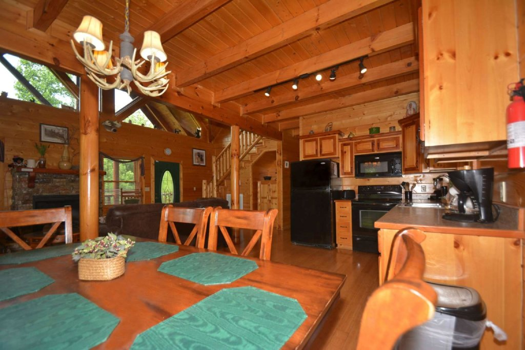 Photo of a Pigeon Forge Cabin named Kozy Lodge - This is the eleventh photo in the set.