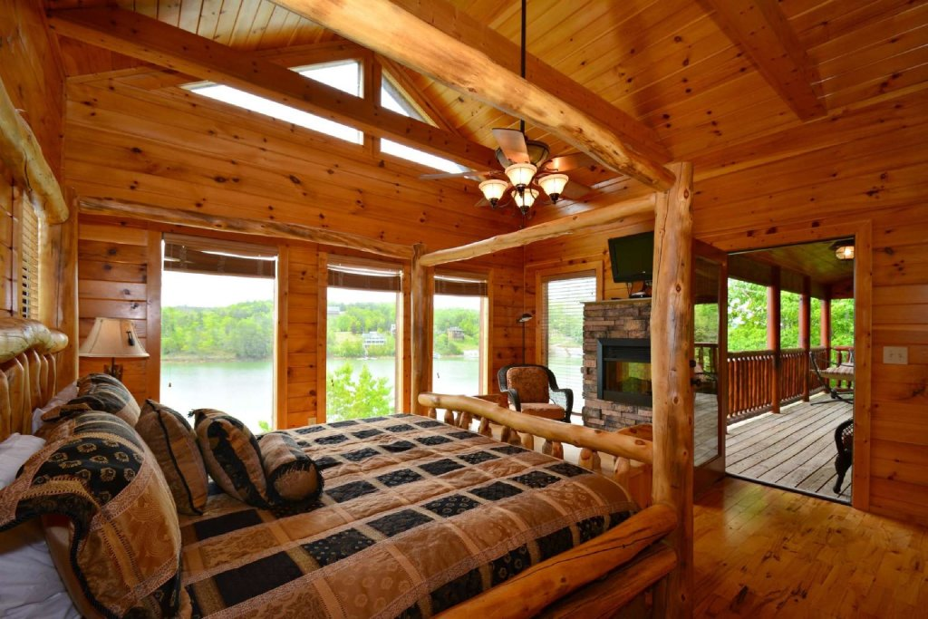 Photo of a Gatlinburg Cabin named Lakeside And Lovin It - This is the twelfth photo in the set.