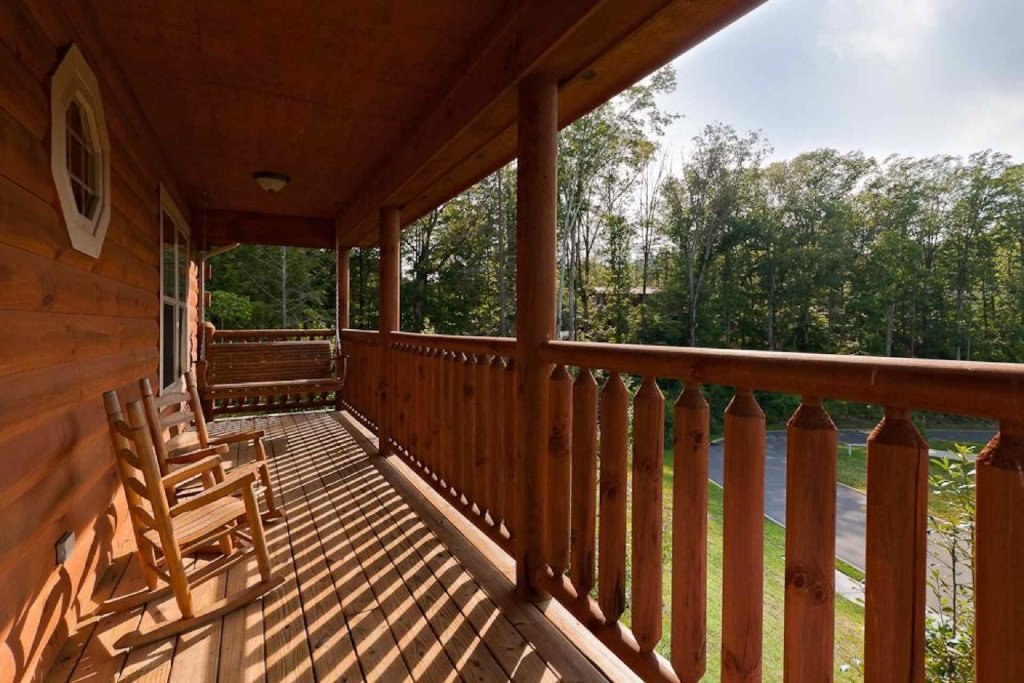 Photo of a Pigeon Forge Cabin named Cajun Cabin - This is the second photo in the set.
