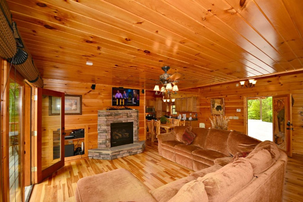 Photo of a Gatlinburg Cabin named Lakeside And Lovin It - This is the first photo in the set.