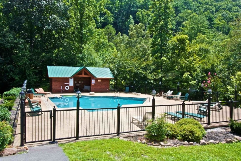 Photo of a Pigeon Forge Cabin named Kozy Lodge - This is the thirty-second photo in the set.
