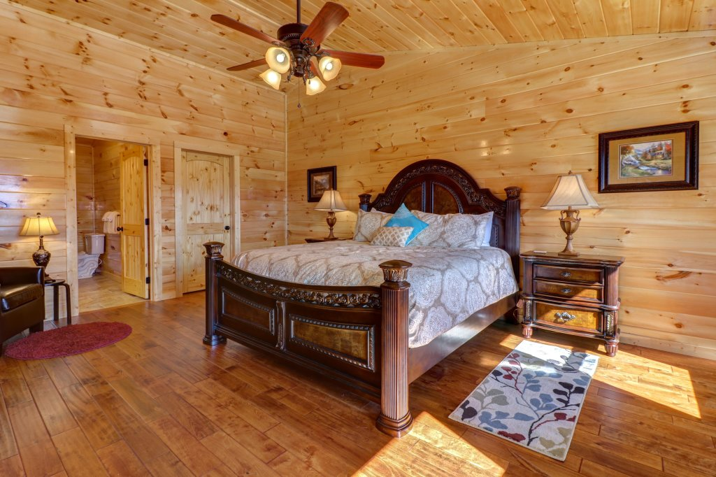 Photo of a Sevierville Cabin named Above And Beyond - This is the nineteenth photo in the set.