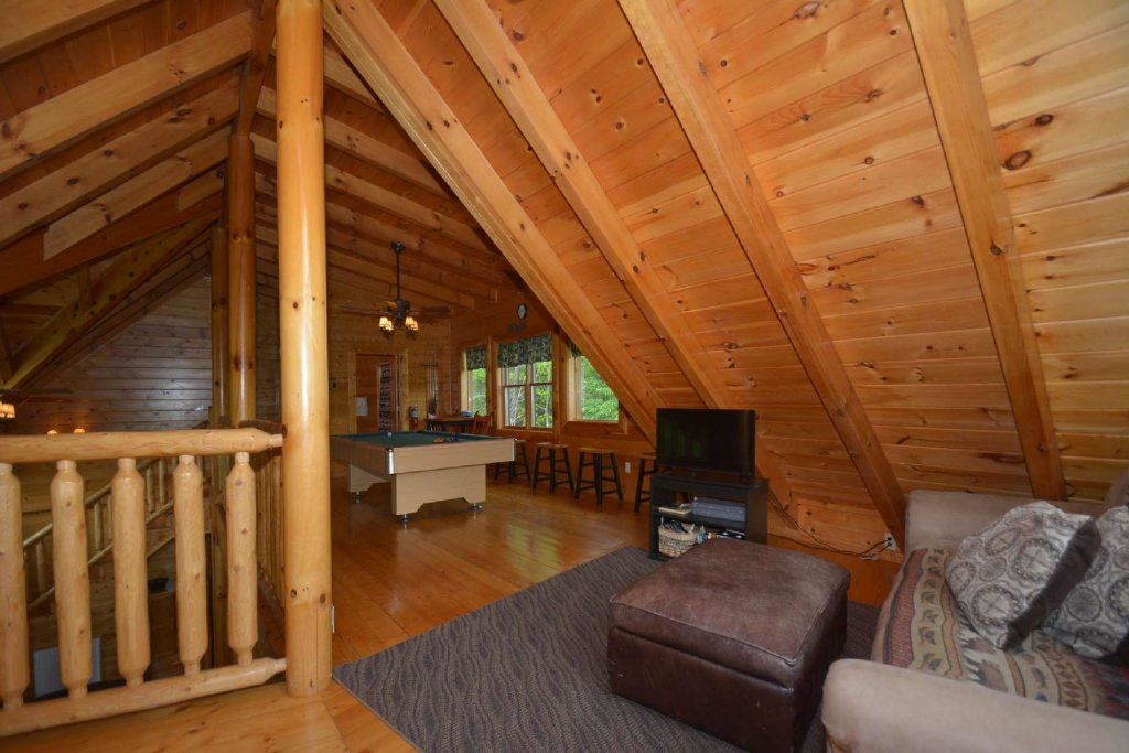 Photo of a Pigeon Forge Cabin named Kozy Lodge - This is the twenty-fourth photo in the set.