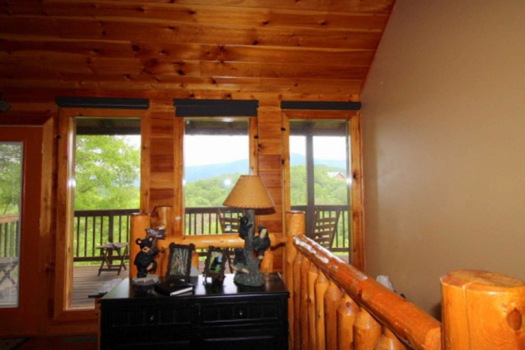 Photo of a Pigeon Forge Cabin named Starlight Kisses - This is the sixth photo in the set.