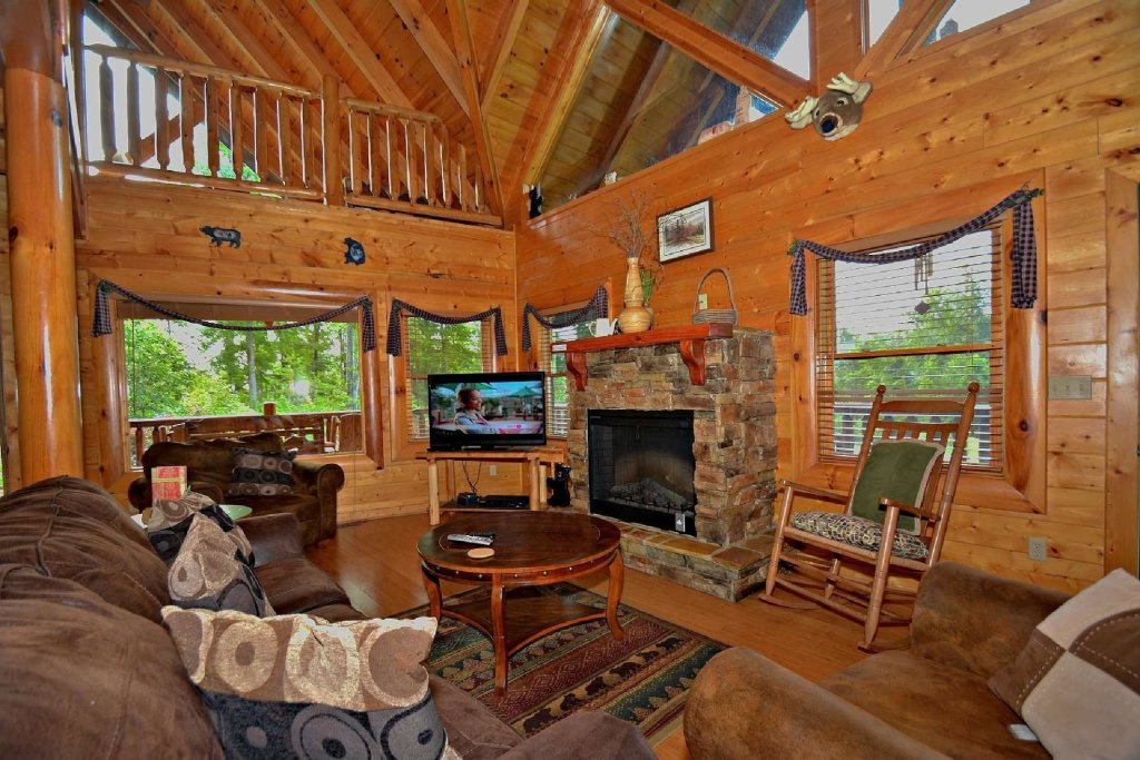 Photo of a Pigeon Forge Cabin named Kozy Lodge - This is the sixth photo in the set.