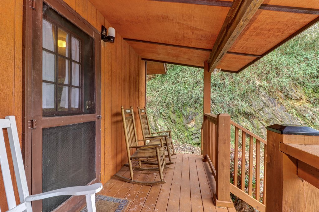 Photo of a Gatlinburg Cabin named Lazy Creek Retreat - This is the seventh photo in the set.