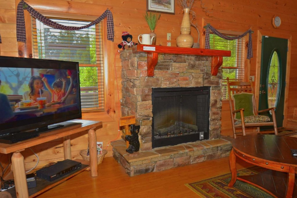 Photo of a Pigeon Forge Cabin named Kozy Lodge - This is the eighth photo in the set.