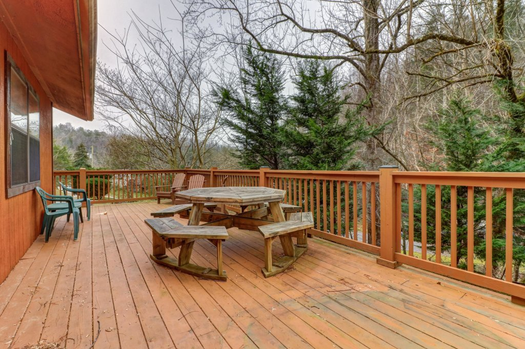 Photo of a Gatlinburg Cabin named Lazy Creek Retreat - This is the nineteenth photo in the set.