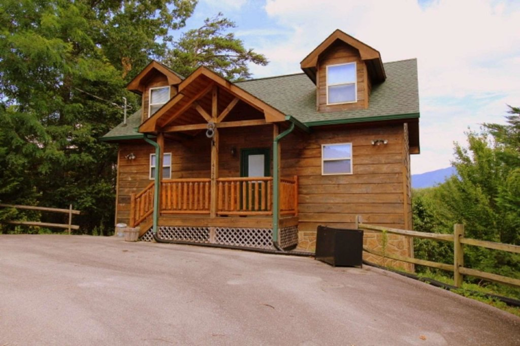 Photo of a Pigeon Forge Cabin named Starlight Kisses - This is the second photo in the set.