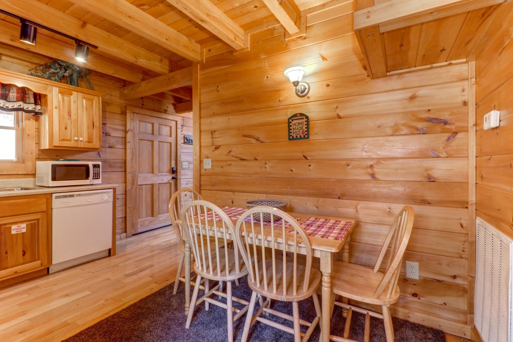 Photo of a Pigeon Forge Cabin named Thunder Bear Hideaway - This is the twenty-seventh photo in the set.