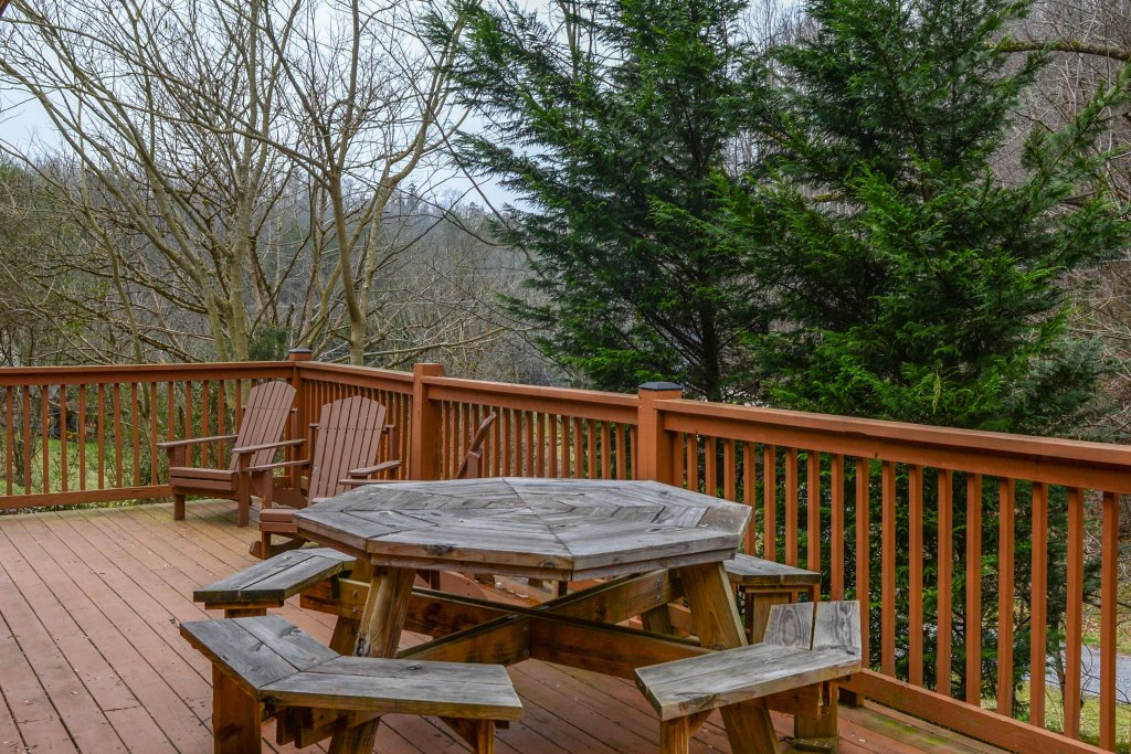 Photo of a Gatlinburg Cabin named Lazy Creek Retreat - This is the twentieth photo in the set.