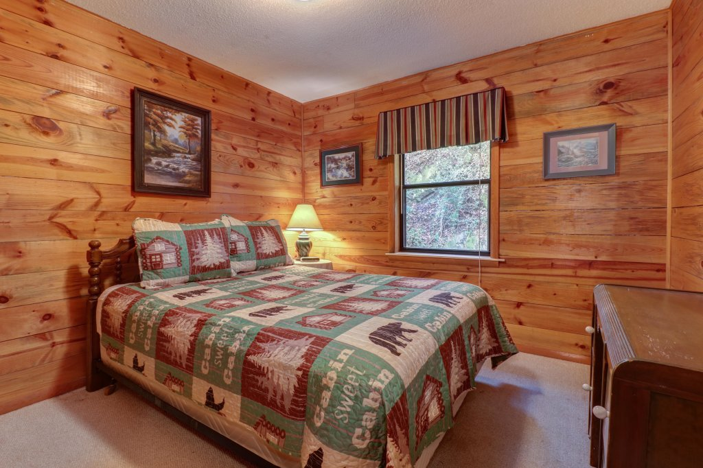 Photo of a Gatlinburg Cabin named Lazy Creek Retreat - This is the sixteenth photo in the set.