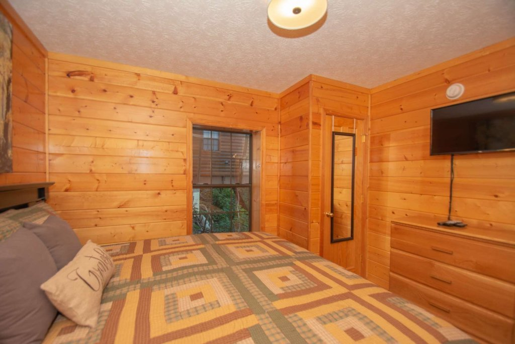 Photo of a Pigeon Forge Cabin named High And Lifted Up - This is the twenty-fifth photo in the set.