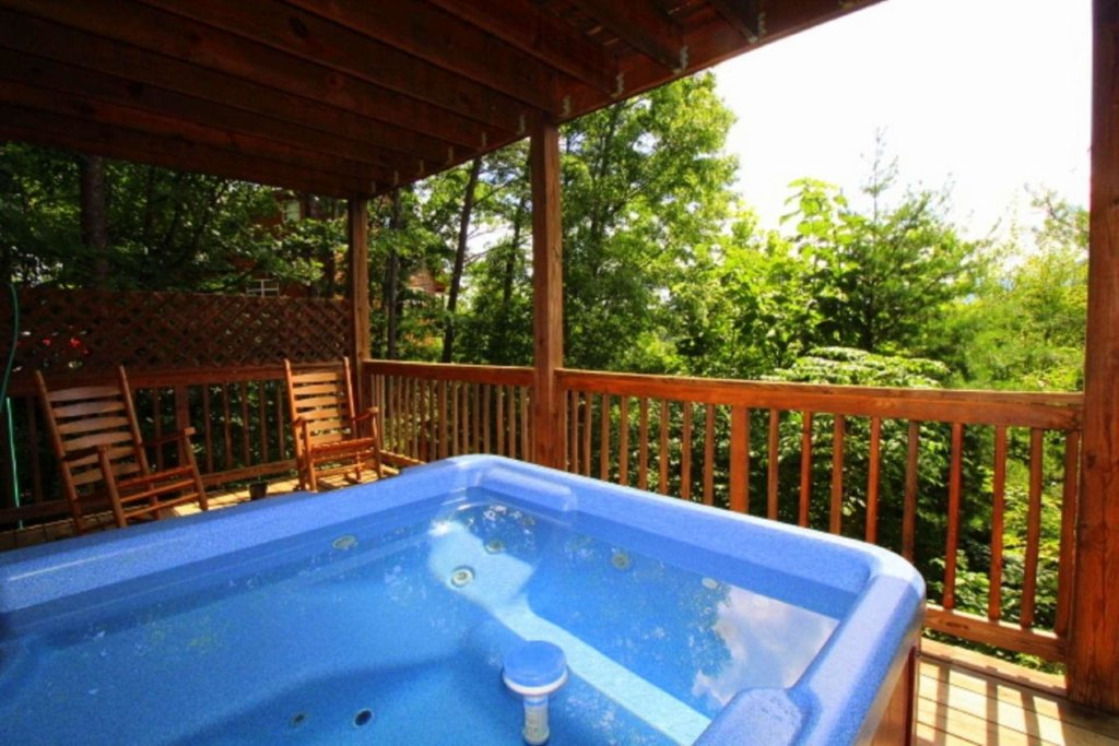 Photo of a Pigeon Forge Cabin named Starlight Kisses - This is the twenty-second photo in the set.