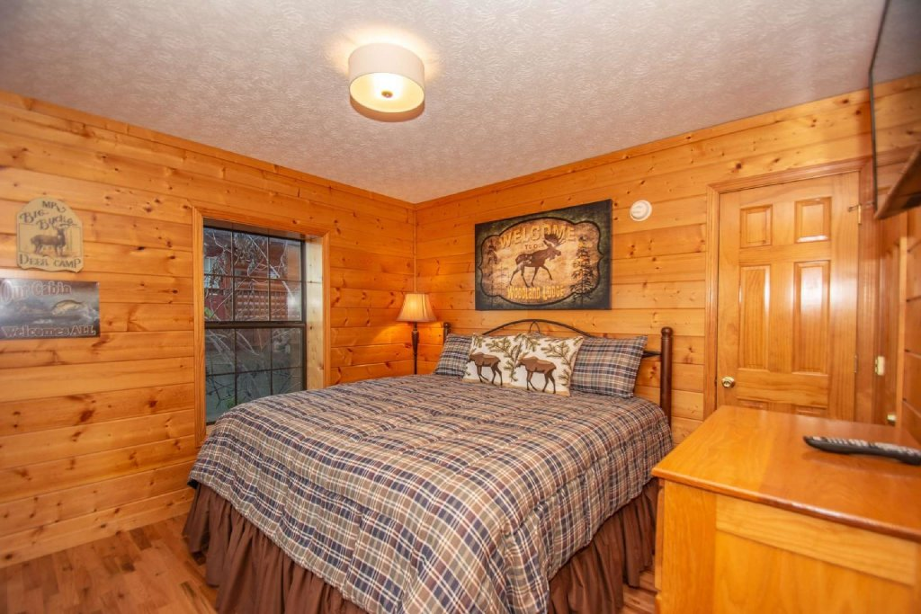 Photo of a Pigeon Forge Cabin named High And Lifted Up - This is the fifteenth photo in the set.