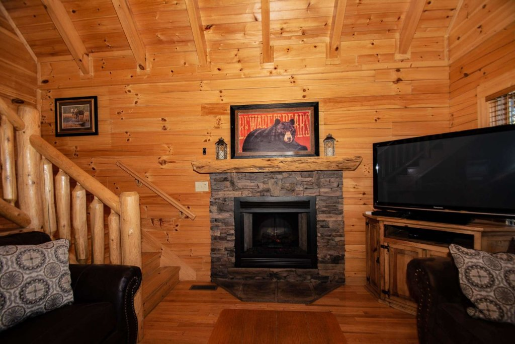 Photo of a Pigeon Forge Cabin named Mountain Creek Lodge - This is the fortieth photo in the set.