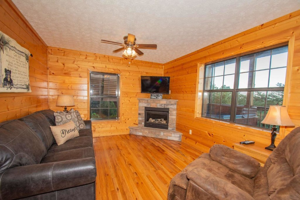 Photo of a Pigeon Forge Cabin named High And Lifted Up - This is the twenty-first photo in the set.