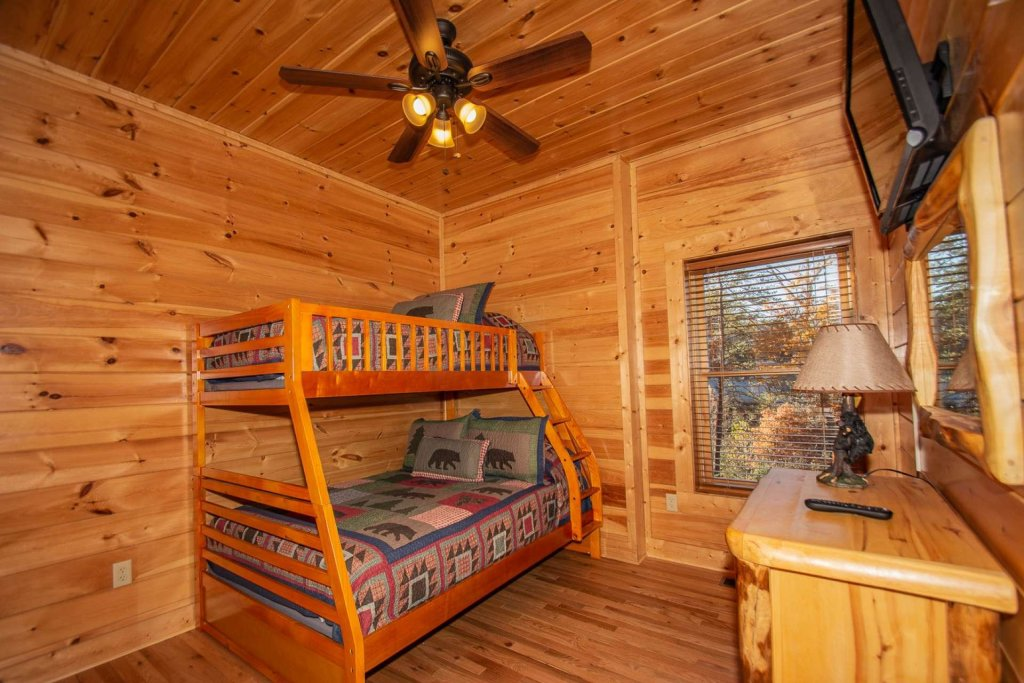 Photo of a Pigeon Forge Cabin named Mountain Creek Lodge - This is the thirty-first photo in the set.