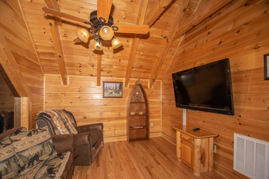 Photo of a Pigeon Forge Cabin named Mountain Creek Lodge - This is the twenty-eighth photo in the set.