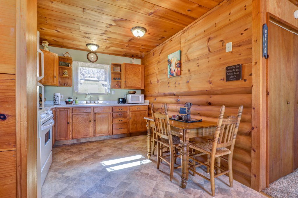 Photo of a Sevierville Cabin named Country Cabin - This is the nineteenth photo in the set.