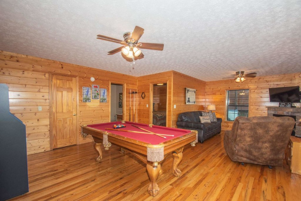 Photo of a Pigeon Forge Cabin named High And Lifted Up - This is the seventeenth photo in the set.