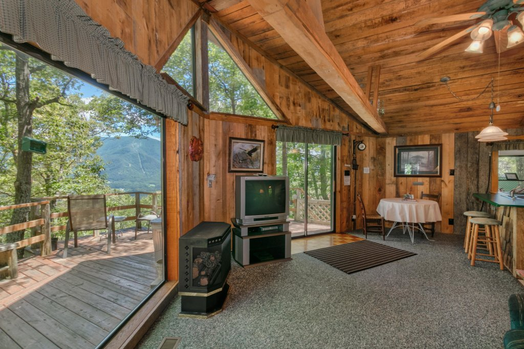 Photo of a Sevierville Cabin named Mockingbird's View Cabin - This is the eighth photo in the set.