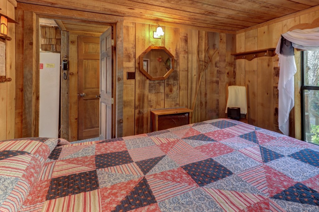 Photo of a Sevierville Cabin named Mockingbird's View Cabin - This is the sixteenth photo in the set.