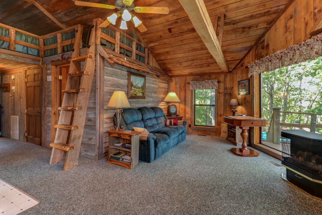 Photo of a Sevierville Cabin named Mockingbird's View Cabin - This is the first photo in the set.