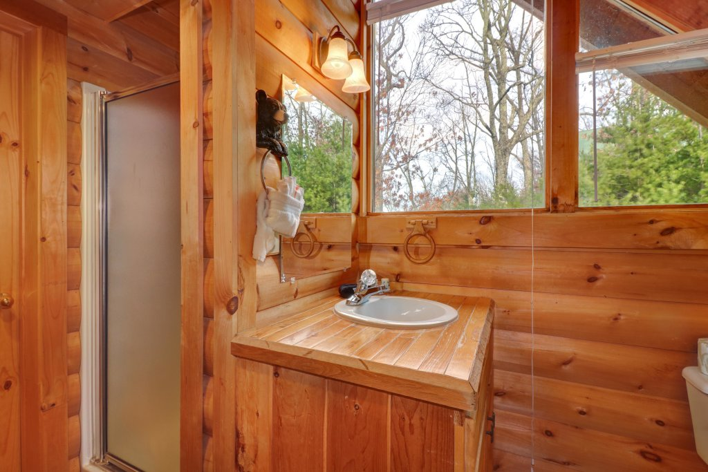 Photo of a Pigeon Forge Cabin named Kodiak #45 - This is the eighteenth photo in the set.