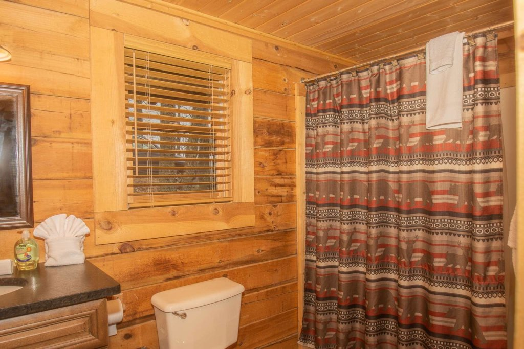 Photo of a Pigeon Forge Cabin named Bear Mountain Cabin - This is the thirty-first photo in the set.